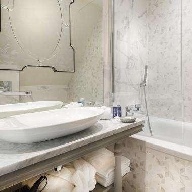 Cluny Square - Bathroom