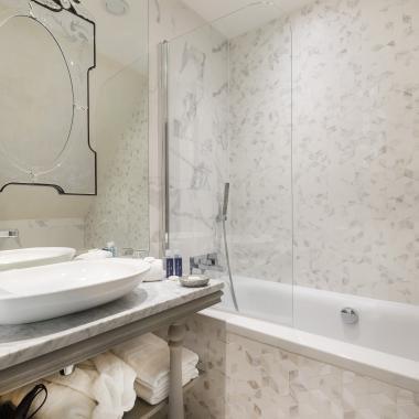 Cluny Square - Chambre Double avec Balcon - Salle de bain