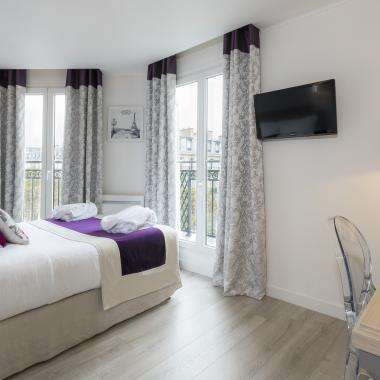 Cluny Square - Double Balcony Room