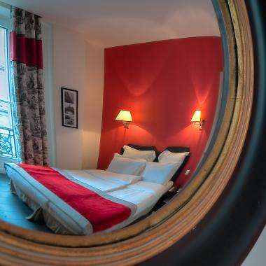 Cluny Square - Twin Balcony Room