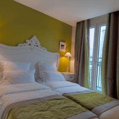 Cluny Square - Twin Balcony Room
